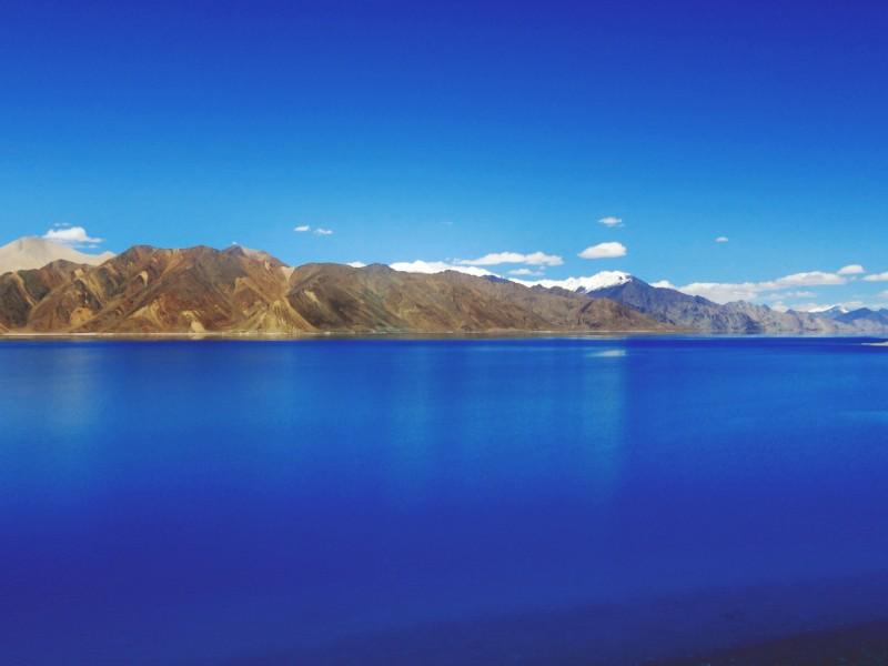 blue sky blue water clouds 688576